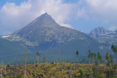 Koncista peak from below Nova Polianka, Slovakia - Img source: wikimedia.org , Kristo;