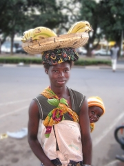 Banana woman - mother & child